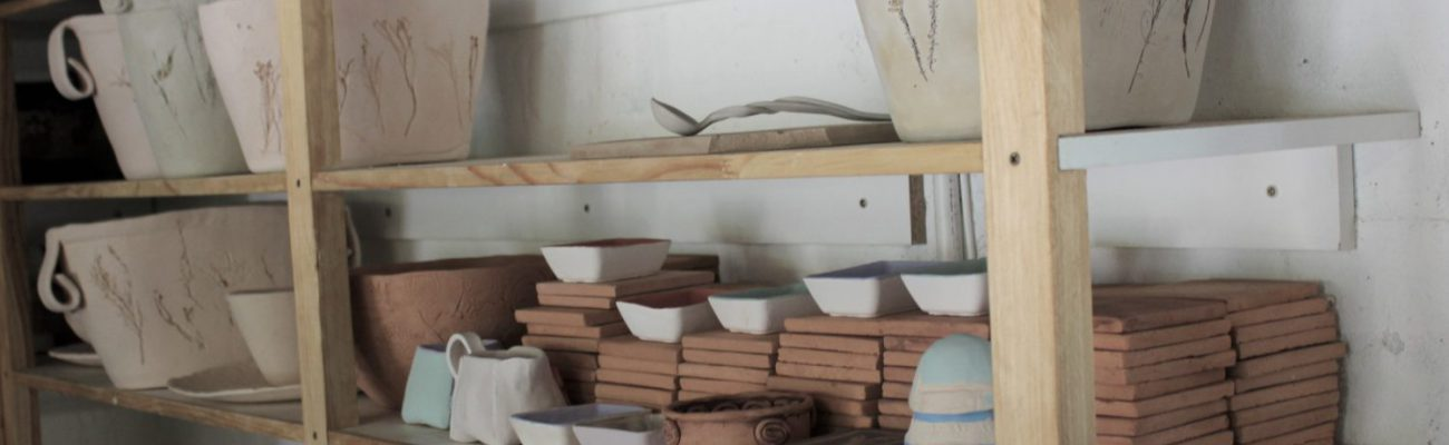 Kiln shelfs, ceramics, bone dry clay